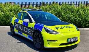 Tesla tente de séduire les forces de police