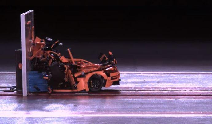 Insolite : un crash-test de Porsche 911 GT3 RS ... en Lego