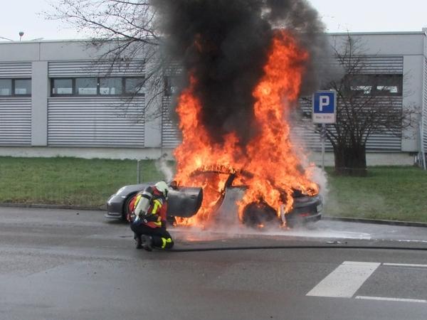 Une 911 GT3 en flammes, Porsche suspend les livraisons