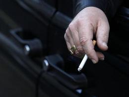 Les Anglais vont interdire de fumer en voiture ...