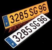 """30 000 $ pour un plaque minéralogique """"888"""""""