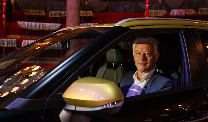 """Interview de Frank Marotte (P-DG Toyota France): """"on arrive sur le marché de l'électrique en 2022"""" - Salon Caradisiac 2021"""