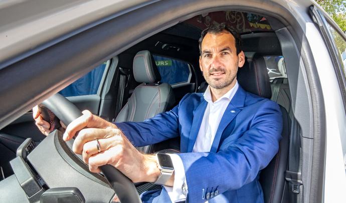 """Interview de Bertrand Hoestlandt (Ford): """"Beaucoup de gens viennent à Ford par la Mustang Mach-E"""" - Salon Caradisiac 2021"""