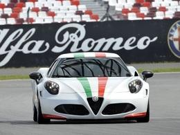 Sport: L'Alfa Romeo 4C se montre chez les motards