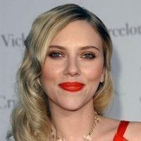 """Avis aux amateurs : """"Scarlett Johansson aime les mecs avec une très grosse moto"""""""