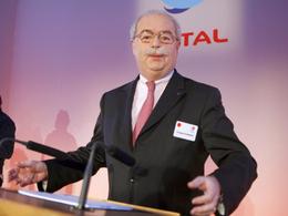 Vidéos - Le PDG de Total annonce des hausses du prix de l'essence .. pour sauver son entreprise ! (+ la réaction de S.Royal)