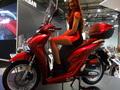Honda SH 125 : moteur Euro 5 et aspects pratiques revus - En direct du Salon de Milan 2019