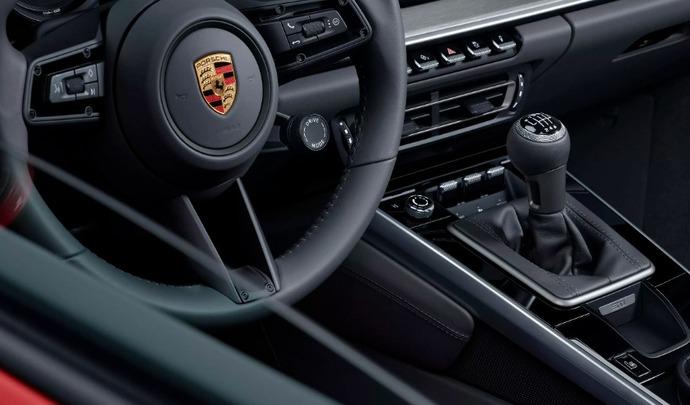 Porsche : la boîte manuelle débarque sur la 911 Type 992