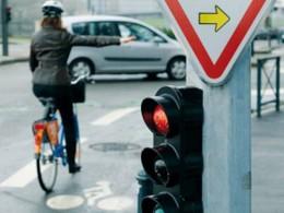 """Paris : le """"cédez-le-passage"""" cycliste se généralise cet été"""