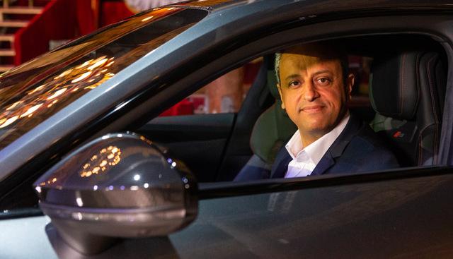 """Interview de Lahouari Bennaoum (directeur général Audi France) """"A l'horizon 2025, nous disposerons de 12 voitures 100 % électriques"""" - salon Caradisiac 2021"""