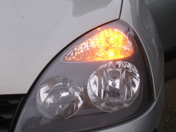 Sur l 39 autoroute un automobiliste sur trois n 39 utilise pas - Como pulir faros de coche ...