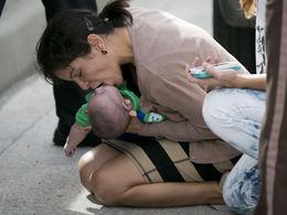 Bébé sauvé par une automobiliste : les photos qui font le tour du web