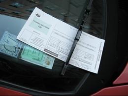 Mort dans sa voiture, il reçoit une amende pour mauvais stationnement