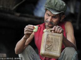 Il boit de l'essence depuis 42 ans