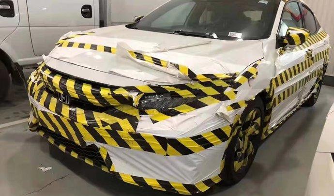 La Honda Civic restylée surprise avec un camouflage étonnant