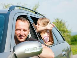 Etude : 9 automobilistes sur 10 ont déjà eu un comportement à risques devant leurs enfants