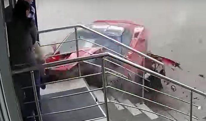 Un jeune sans permis détruit une Corvette C7 Stingray