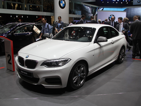 """Vidéo en direct de Genève 2014 - BMW Série 2 coupé : """"l'entrée de gamme"""" des coupés"""