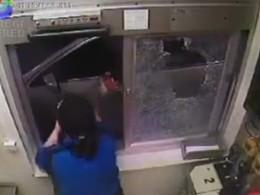 [Vidéo] Elle devient folle au McDrive parce qu'on ne lui donne pas ses nuggets de poulet