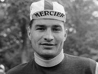 Raymond Poulidor est mort : sa Mercedes à 740 000 km, son petit-fils passionné d'autos