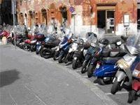 Le scooter en dehors de la ville