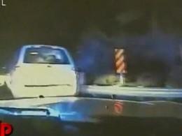 [Vidéo] Un fuyard écrase une voiture de police avec un Ford Escape