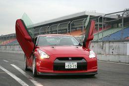 Nissan GT-R: lui manquait juste des ailes pour voler!