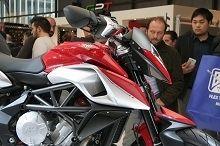 Actualité moto - En direct du Salon de Milan: La MV Agusta Rivale porte bien son nom
