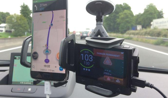 Test vidéo Caradisiac - Le match des antiradars: Waze peut-il remplacer Coyote?
