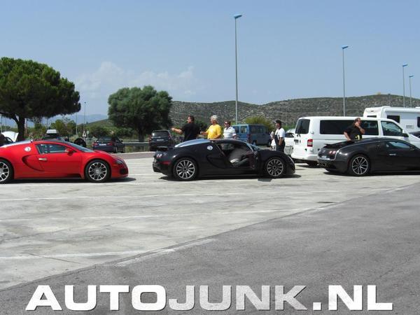Pire qu'une fuite chez BP ? trois Bugatti Veyron dont une Super Sport font le plein en Espagne