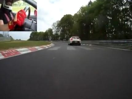 [Vidéo] Une Nissan GT-R à la poursuite d'une Porsche Carrera GT sur la Nordschleife