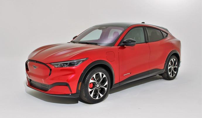 Présentation vidéo - Ford Mustang Mach-E : tout savoir sur le SUV électrique anti-Tesla