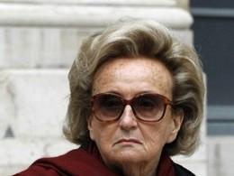 Bernadette Chirac à contresens à Paris