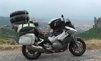 Bridgestone: 28 000 kms sur les Routes Persanes avec Mélusine Mallender