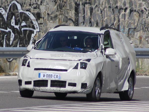 Le Renault Scénic 3 cache son lifting précoce