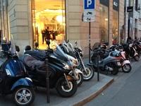 Le stationnement des deux-roues à Paris reste gratuit, pour l'instant