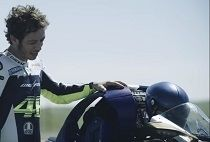 Vidéo - Yamaha: Motobot ? Rossi ça le botte !