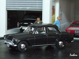 "Miniature : 1/43ème - SIMCA Aronde ""Bacalan"""