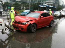 La première BMW 1M livrée en Corée est la première crashée