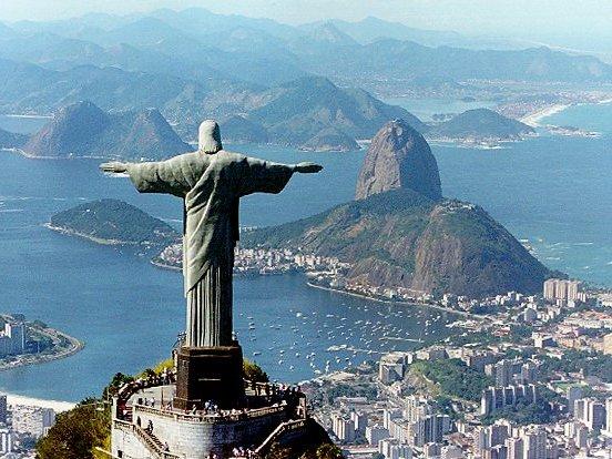 Jeep Renegade 4x4 >> Brésil : Pirelli restaure le Christ rédempteur de Rio