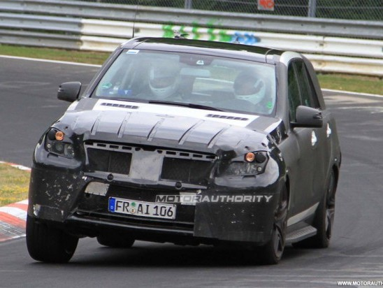 Spyshot : le futur Mercedes ML 63 AMG à l'attaque du Nürburgring