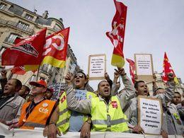 PSA : une centaine de salariés d'Aulnay séquestrent un cadre