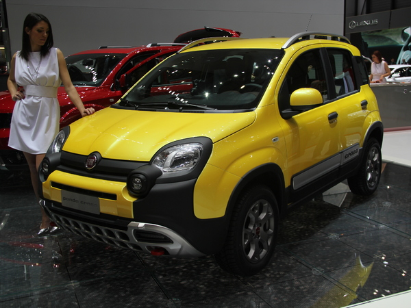 en direct de gen ve 2014 fiat panda 4x4 cross crapahuteuse des villes. Black Bedroom Furniture Sets. Home Design Ideas