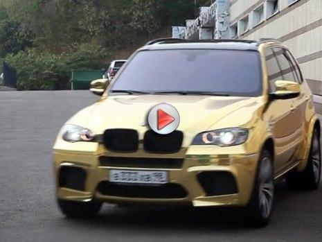[Vidéo] Le BMW X5 M finition or, russian style