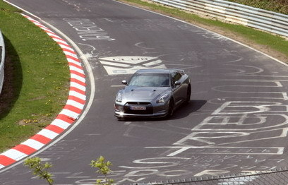 "'Ring Folies : la Nissan GT-R tombe encore le chrono :  7'26""7"