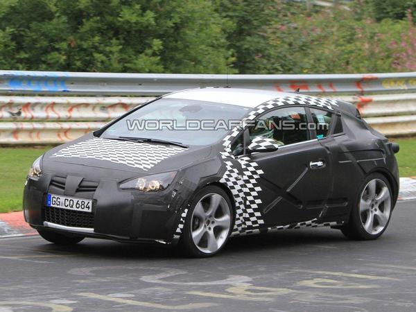 Spyshot : la future Opel Astra OPC fait parler ses 300 chevaux sur la Nordschleife