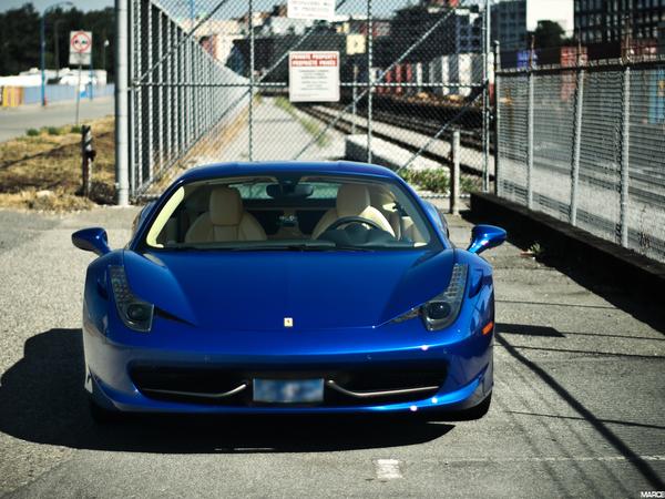 Ferrari 458 Italia : et en bleu, elle vous plaît ?