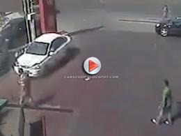 [Vidéo] Bourré, il percute une voiture puis tente de s'enfuir... Sans aller bien loin