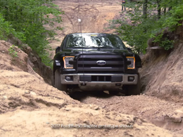 Ford : le gros F150 Raptor apte au franchissement