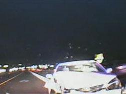 [Vidéo] Elle roule à contre-sens et percute une voiture de police